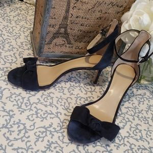 ANN TAYLOR NAVY BLUE SUEDE KNOT HEELS